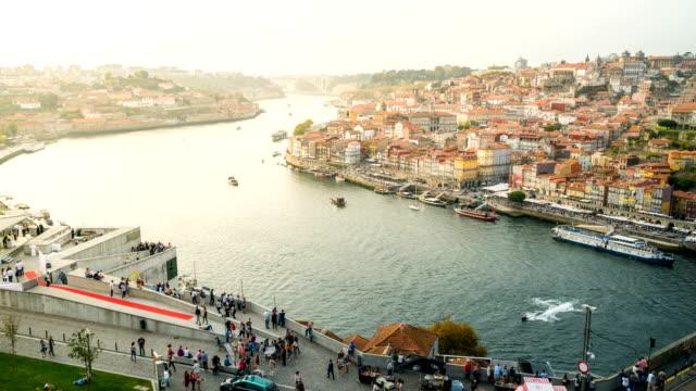 T/L Transport am Fluss Douro, Porto, Portugal – Video