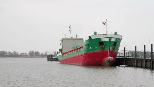 vídeos y material grabado en eventos de stock de transporte en barco s'ancla - anclado