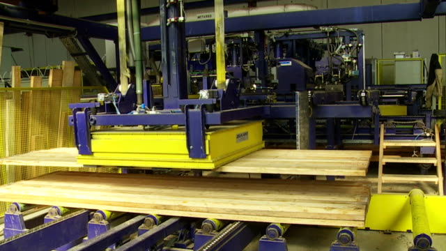 Transporting Glued Planks on Lumbermill Gluing Line
