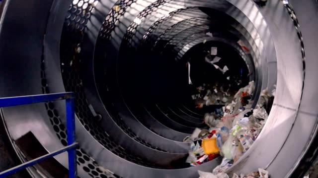 trash sorting machine working at a trash recycling plant. - odzyskiwanie i przetwarzanie surowców wtórnych filmów i materiałów b-roll