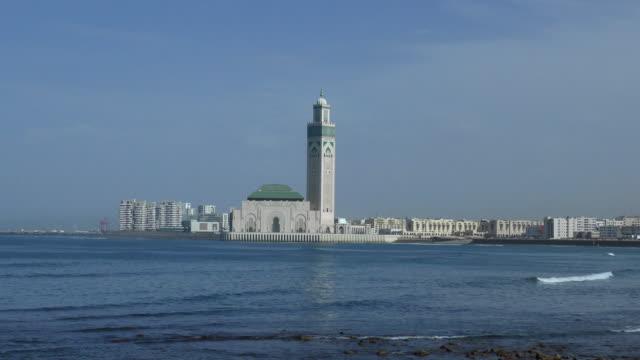 恒 - カサブランカ、モロッコを旅行します。 - モスク点の映像素材/bロール