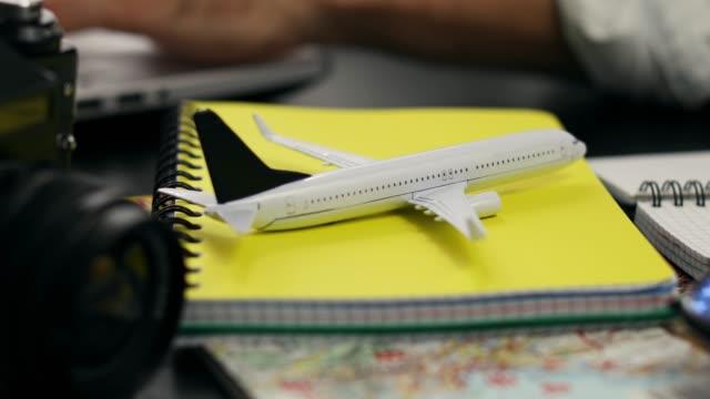 travel planning online flight ticket search concept - fare una prenotazione video stock e b–roll