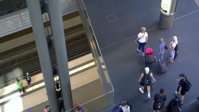 ベルリン中央駅の旅行者 ビデオ