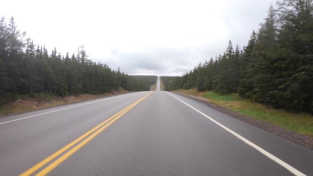 resa på cabot trail road, nova scotia, kanada - bilperspektiv bildbanksvideor och videomaterial från bakom kulisserna