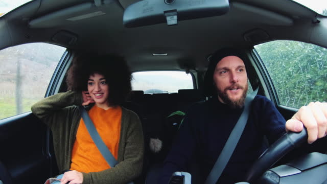 traveling together: afro hairstyle woman and hipster man - video di car video stock e b–roll
