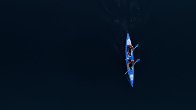 vidéos et rushes de voyager en kayak. découvre d'en haut - kayak