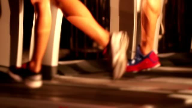 tapis roulant e fitness esercizio fisico - arto umano video stock e b–roll
