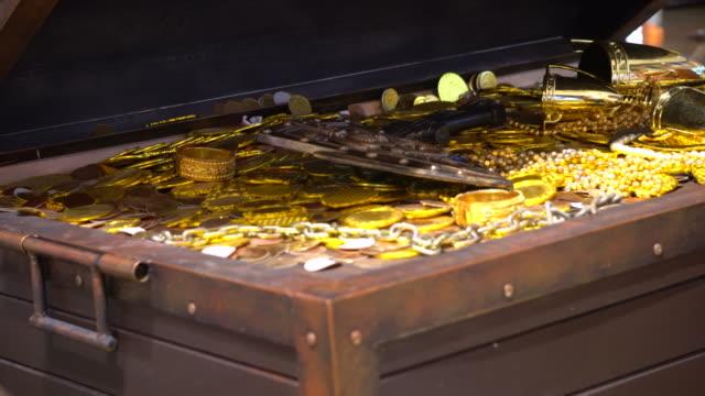 treasure chest - scatola del tesoro video stock e b–roll