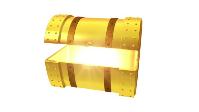 apertura del tesoro su bianco oro sul petto - scatola del tesoro video stock e b–roll