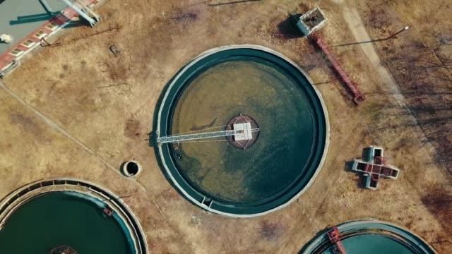 vidéos et rushes de installations de traitement, infrastructure de traitement des eaux usées. - pureté