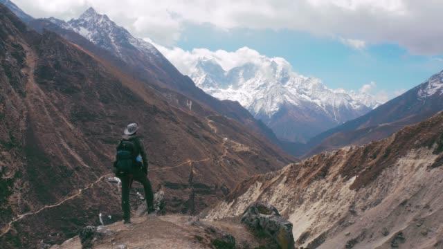 エベレスト ベース キャンプへのトレッキング - ネパール点の映像素材/bロール