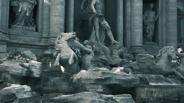 trevi fountain, rome, italy - mitologia video stock e b–roll