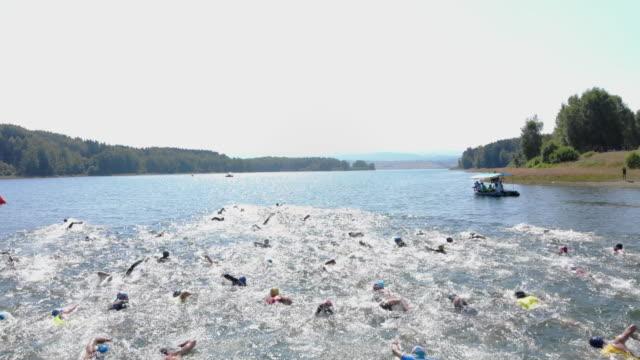 triathlon race - triatleta video stock e b–roll
