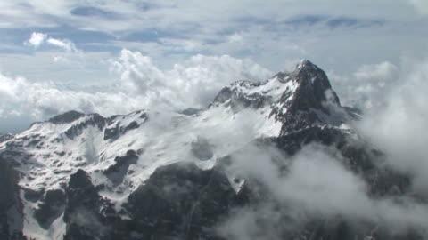 hd: di triglav - mountain video stock e b–roll
