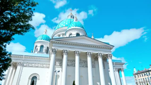 izmailovsky trefaldighetskyrkan. st. petersburg. ryssland. timelapse - peter the apostle bildbanksvideor och videomaterial från bakom kulisserna
