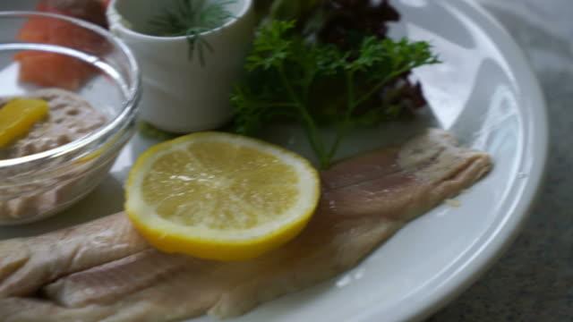Filé de peixe truta - vídeo