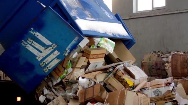 vídeos de stock e filmes b-roll de truck brought the waste paper - cardboard box