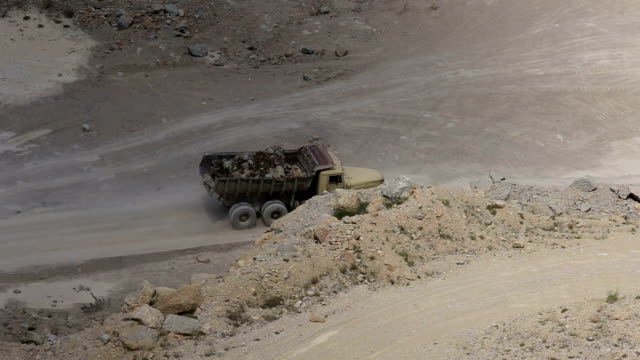 truck transporting ore video
