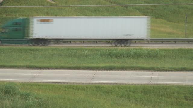 HD: Trucks Pass video