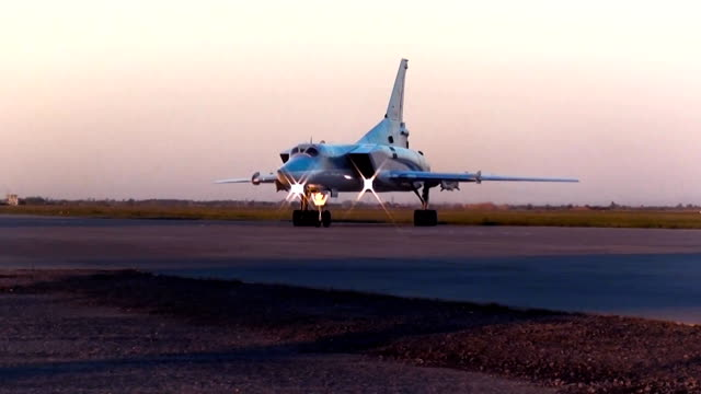 Tu-22M3 warms up the engines video