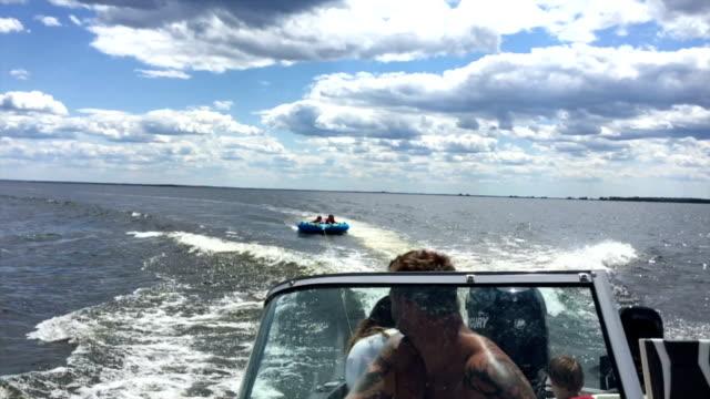 stockvideo's en b-roll-footage met buizen op lake - opblaasband