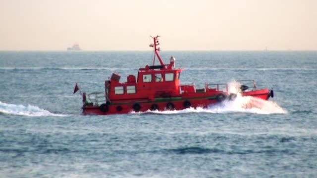 Tugboat moving at full speed - HD720 progressive video