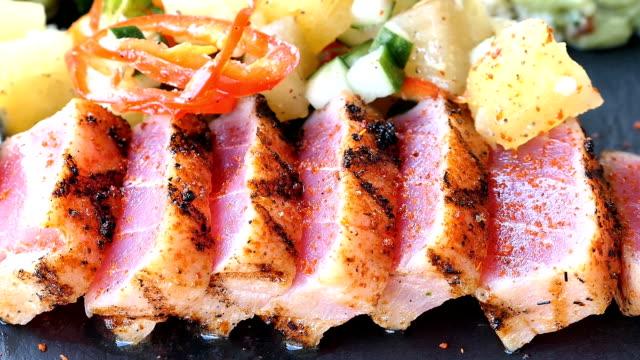 Salada de atum - vídeo