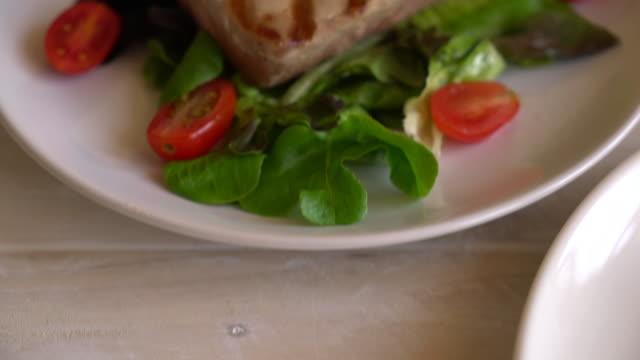 tuna steak with salad - aglio cipolla isolated video stock e b–roll