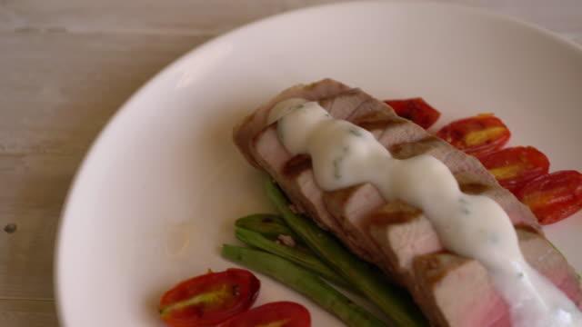 Filé de Atum com Salada - vídeo