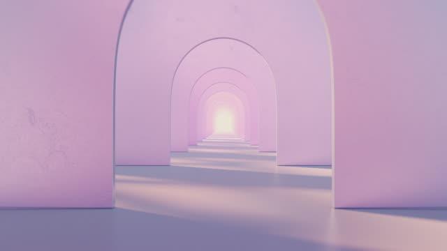 vídeos de stock, filmes e b-roll de um túnel de arcos redondos cor-de-rosa com uma luz no final - característica arquitetônica