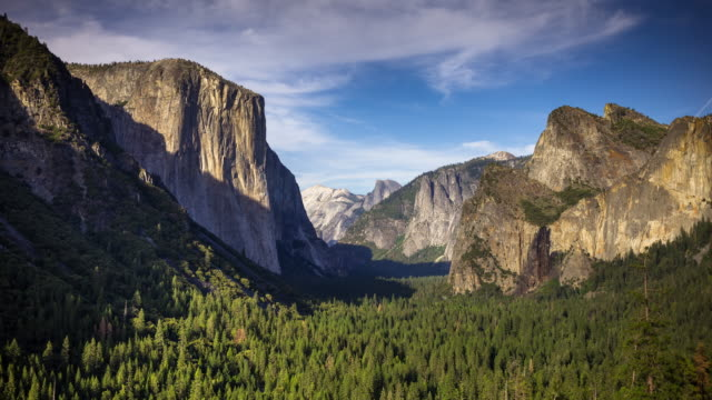 Tunnel View, Yosemite Valley - Day to Dusk Time Lapse
