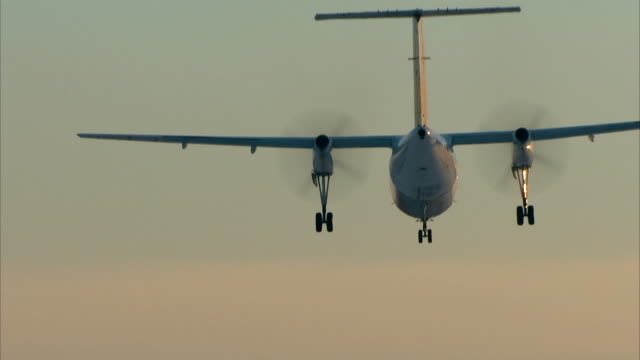 Turboprop aicraft landing video
