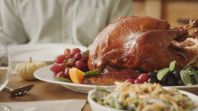 turkey on the table - cena natale video stock e b–roll