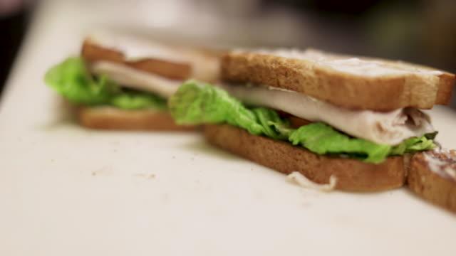 kalkon smörgås med sallad och tomat - cheese sandwich bildbanksvideor och videomaterial från bakom kulisserna