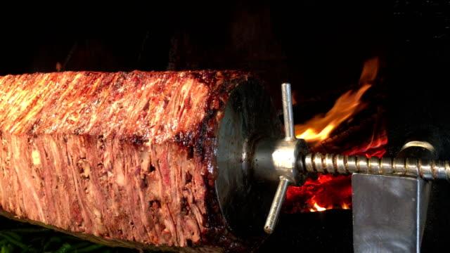 türkische döner grill umdrehen - döner stock-videos und b-roll-filmmaterial