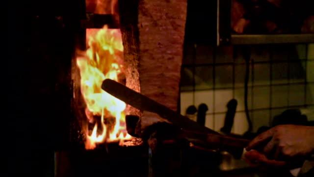 türkische doner kebab. - döner stock-videos und b-roll-filmmaterial