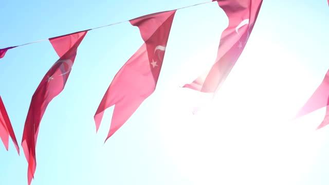 türkische flagge sonnenlicht - ankara türkei stock-videos und b-roll-filmmaterial