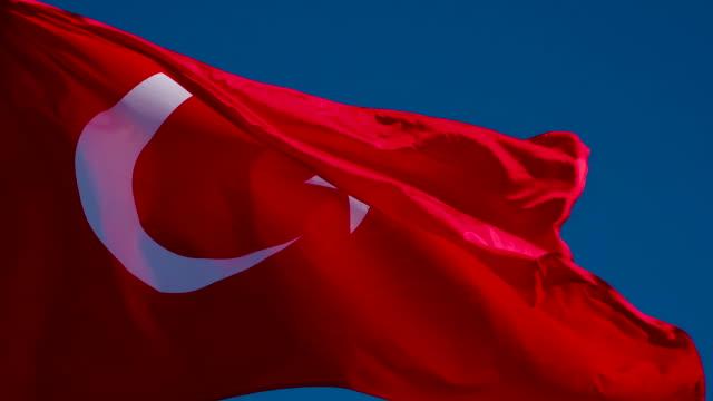 türkische flagge weht der wind - ankara türkei stock-videos und b-roll-filmmaterial