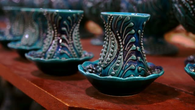 turkish painting pottery in market - souk video stock e b–roll