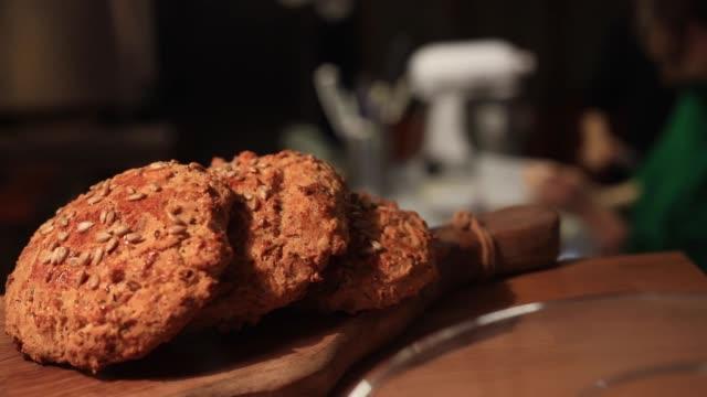Türkisches Gebäck Pogaca, Gebäck mit Käsefüllung – Video