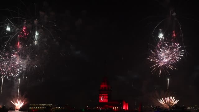 turkish republic day celebrated with fireworks off the maiden's tower - cultura turca video stock e b–roll