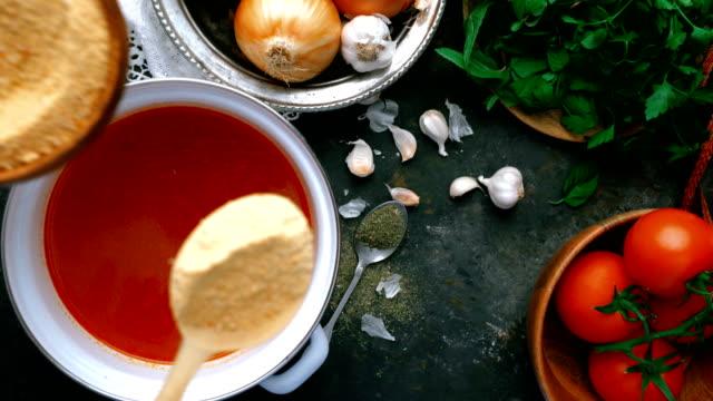 vídeos de stock, filmes e b-roll de sopa turca de tarhana - adicionando tarhana orgânico - vegetarian meal