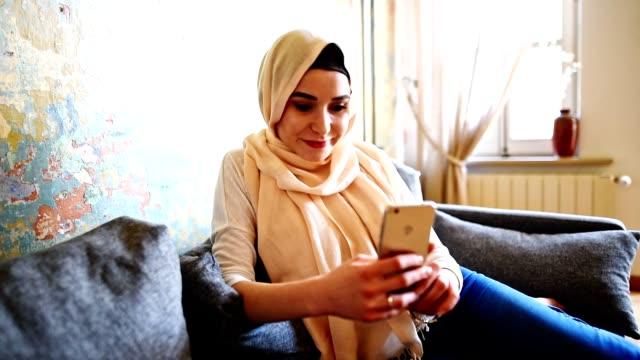 turkish woman with veil on the phone - cultura turca video stock e b–roll