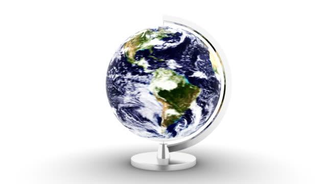 turning 3d planet earth på vit bakgrund - ekvatorn latitud bildbanksvideor och videomaterial från bakom kulisserna