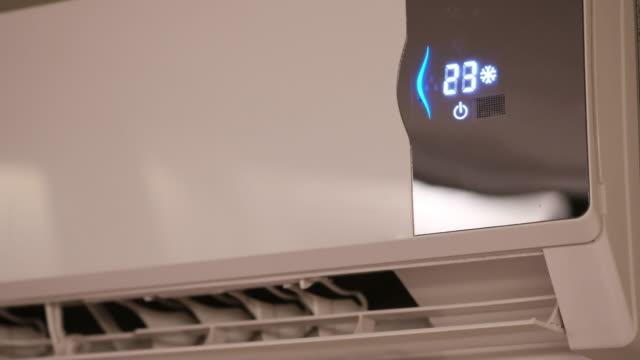 エアコンをオフにします。 - 電化製品点の映像素材/bロール