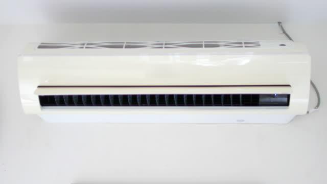 エアコン作業の転換 - エアコン点の映像素材/bロール