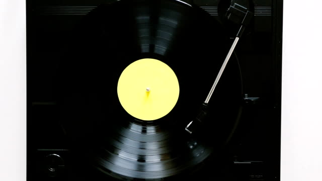 turntable playing vinyl record - giradischi video stock e b–roll