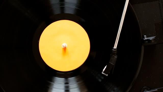 ターン テーブル演奏ビニール レコード - アナログレコード点の映像素材/bロール