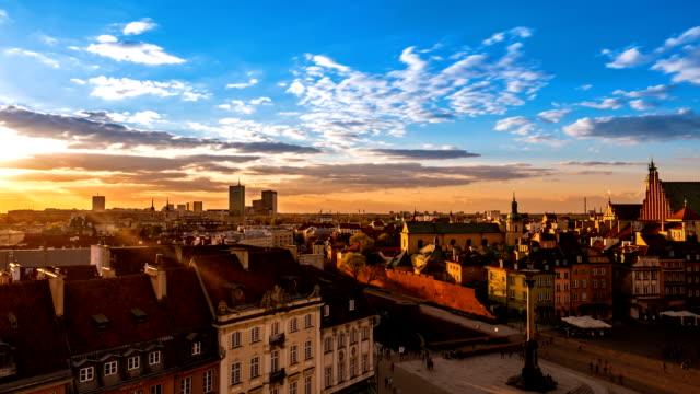 twilight in der altstadt von warschau - warschau stock-videos und b-roll-filmmaterial