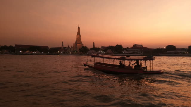 Twilight sky Wat Arun Ratchawararam Bangkok, Thailand. Sunset,Beautiful,Water,Sky bangkok stock videos & royalty-free footage